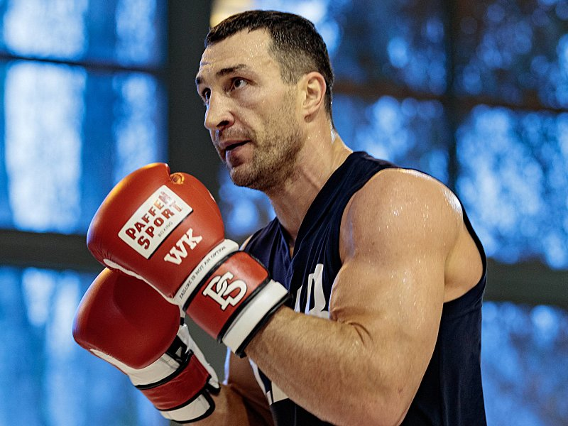 echte legende wladimir klitschkos r cktritt bewegt die sportwelt. Black Bedroom Furniture Sets. Home Design Ideas