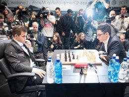 Caruana im Vorteil, Carlsen findet zurück - wieder remis