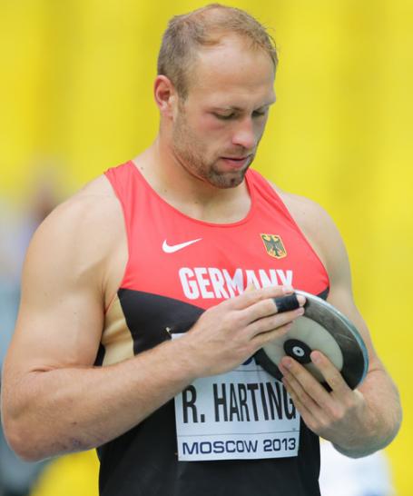 Vor der Wettkampf sammelte Robert Harting seine Kr�fte. Im Training hatte das Aush�ngeschild der deutschen Leichtathleten immer wieder Schmerzen. F�r eine Titelverteididigung nach Berlin 2009 und Daegu 2011 musste alles stimmen...