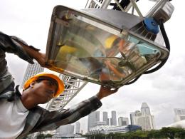 Höchst-Leistung: Knapp 1500 Licht-Projektoren mit je 2000 Watt werden installiert.
