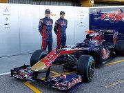Die beiden Piloten Alguersuari und Buemi mit dem neuen Wagen von Toro Rosso.