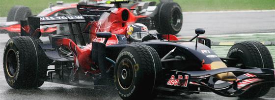 Sebastian Vettel rast im Toro Rosso im Regen zu seinem ersten Sieg.