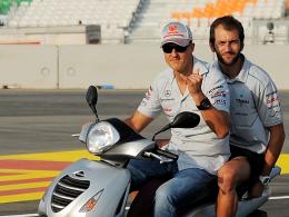 Erkundungstour auf dem Roller: Mercedes-GP-Pilot Michael Schumacher war begeistert vom Buddh Circuit.