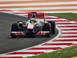Missachtung der gelben Flagge: McLaren-Mercedes-Pilot Lewis Hamilton wird beim GP von Indien strafversetzt.