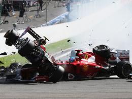 Horrorcrash: Lotus-Pilot Romain Grosjean hebt ab und fliegt über Fernando Alonsos Ferrari.