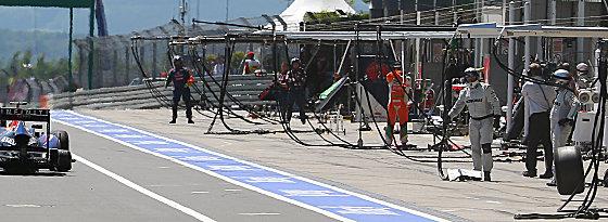 Auslöser der Sicherheitsdiskussion: Der umherfliegende Reifen des Red Bull.