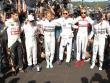 Schweigeminute: Die Formel-1-Piloten bildeten vor dem Rennen in Sotschi einen Kreis.