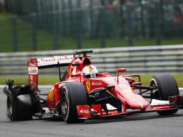 Aus der Traum vom Podest: Der rechte Hinterreifen an Sebastian Vettels Ferrari ist geplatzt.