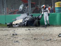 Fernando Alonso vor seinem Wrack