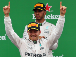 Nico Rosberg jubelt, Lewis Hamilton ist bedient