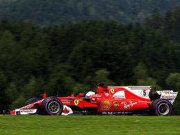Vettel setzt Duftmarke - neue Probleme für Hamilton