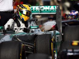 Konnte nach getaner Quali-Arbeit zufrieden aus seinem Boliden aussteigen: Lewis Hamilton.