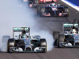 Anfang vom Ende: Rosberg verbremst sich, der Weg für Hamilton (re.) ist frei.
