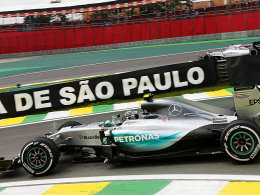 Erstes Abstasten geht knapp an Rosberg