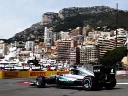 Hamilton dreht die erste schnellste Runde