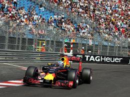 Pole-Premiere: Ricciardo d�piert die Silberpfeile