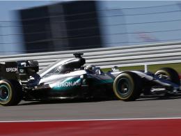 Hamilton bleibt nervenstark