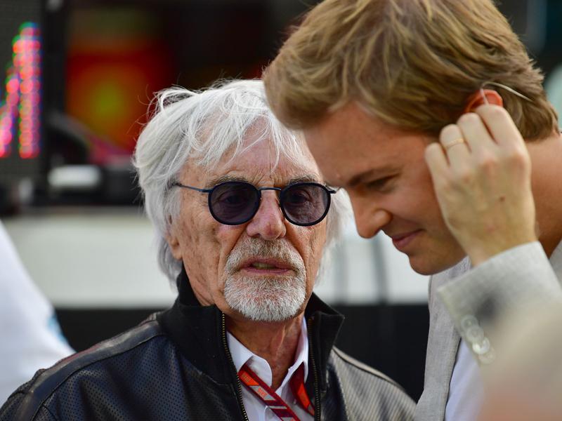 Kopfüber, prominent, oben ohne: Der Saisonabschluss der Formel 1
