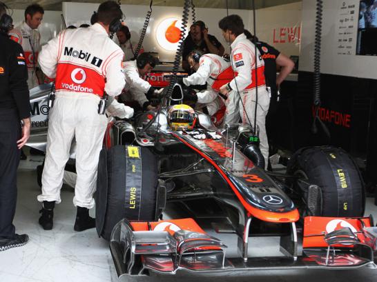 Gro�e Aufregung herrschte vor dem Start in der McLaren-Box. Hamiltons Wagen wollte lange nicht anspringen und wurde erst kurz vor Ablauf der Startzeit flottgemacht.