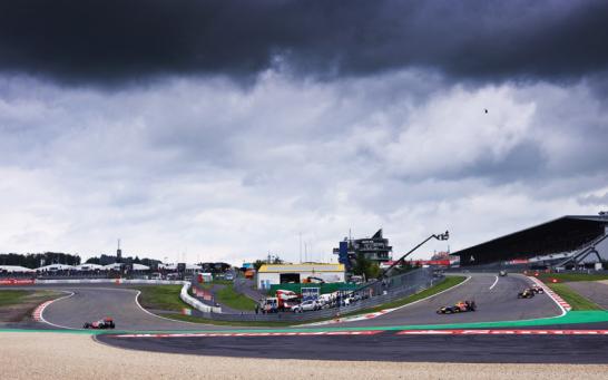 Regen war am N�rburgring immer ein Thema. Letztendlich blieb das bef�rchtete Wetterchaos aber aus.