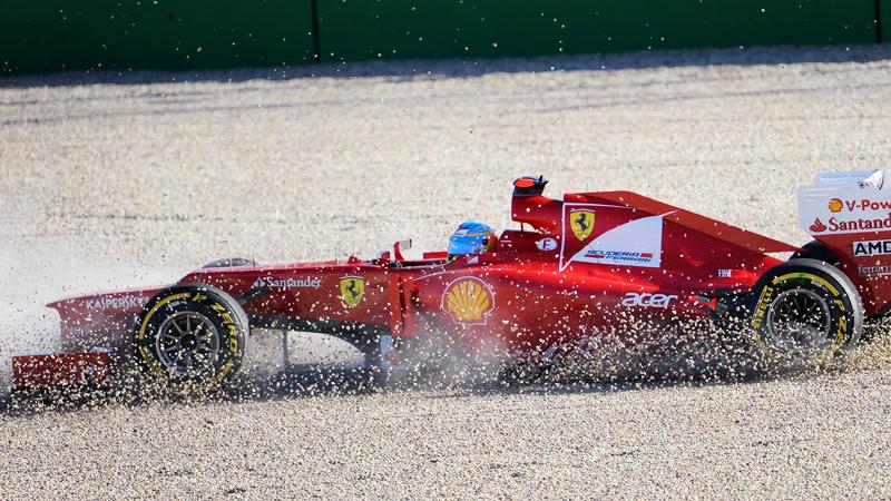 Ferrari-Pilot Fernando Alonso drehte sich im Q2 ins Kiesbett und startet am Sonntag in Melbourne nur von Platz 12.
