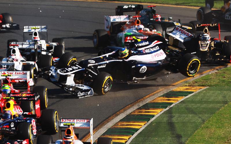 Senna fliegt ohne eigenes Zutun über das Feld. Das brachte ihm wenigstens einen guten Überblick über die vor ihm liegenden Fahrzeuge.
