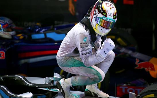 Hamilton feiert seinen siebten Saisonsieg auf seinem Boliden.