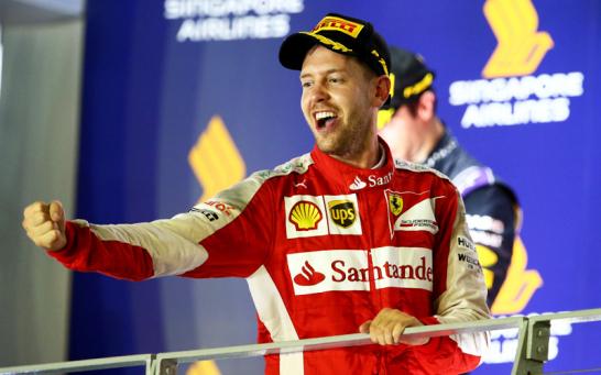 Sebastian Vettel feiert seinen dritten Sieg für Ferrari.