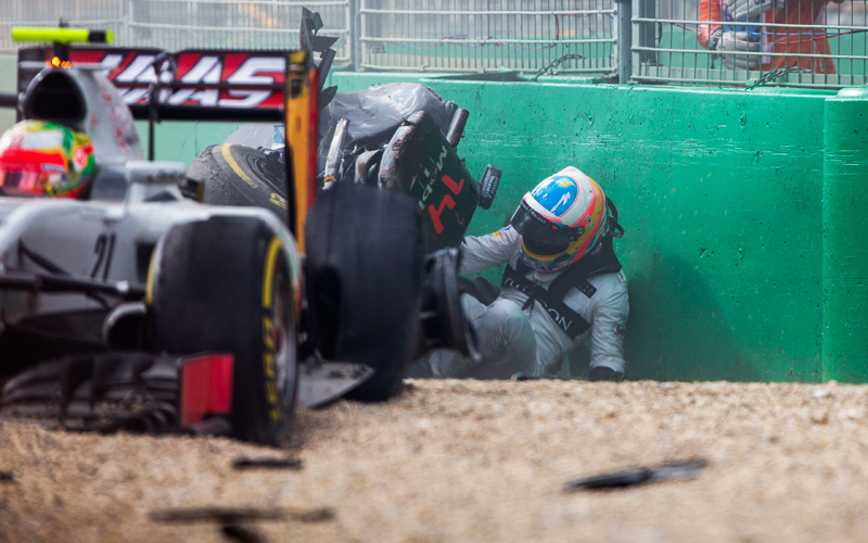 Rosberg triumphiert in Melbourne, Alonso fliegt ab