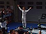 Rosberg und Vettel auf dem Podium, Hamilton nach Crash Siebter