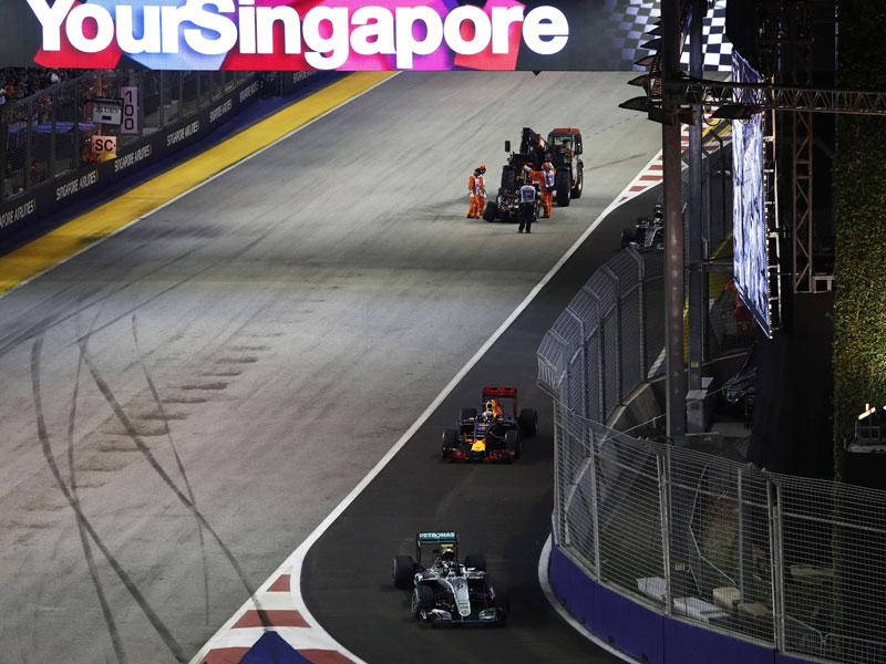 Rosbergs Sprung an die Spitze mit glühenden Bremsen