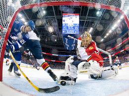 Mit 37 eifrigster Punktesammler der NHL: Tampas Martin St. Louis, hier bei seinem 17. Saisontor gegen Florida.