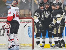 Sidney Crosby (#87) traf dreimal gegen Ottawa-Goalie Craig Anderson.