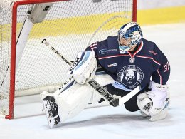 Roosters holen Keeper Hovinen