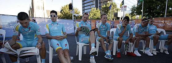 Ruhige Kugel: Vor dem ersten Rennen in Australien gaben sich die Fahrer noch ganz locker.