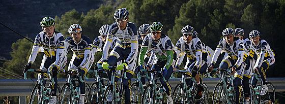Einrollen in Spanien: Das niederländische Team Vacansoleil bereitet sich auf die Saison vor.