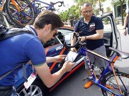 Kontrolle beim Giro: Motor-Doping hält das Peloton in Atem.