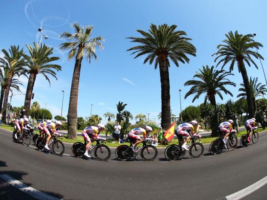 Anstelle von zerkl�fteten K�stenstreifen fuhren die Athleten auf der 4. Etappe der 100. Tour de France durch die franz�sische Hafenstadt Nizza.