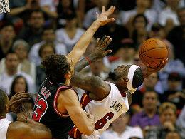 Der King war auch von Noah nicht zu stoppen: LeBron James führte Miami zum Sieg über Chicago.