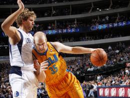 Künftig Teamkollegen bei den Dallas Mavericks: Dirk Nowitzki (li.) und Chris Kaman.