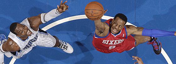 West-Ost-Beziehungen: Dwight Howard wechselt von Orlando zu den Lakers, Andre Iguodala (re.) von den Sixers nach Denver.