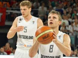 Lucca Staiger und Heiko Schaffartzik (am Ball)