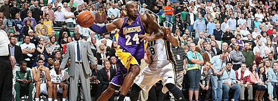 Tagesbester: Kobe Bryant von den Lakers bei der Niederlage in Salt Lake City gegen Randy Foye (Re.).