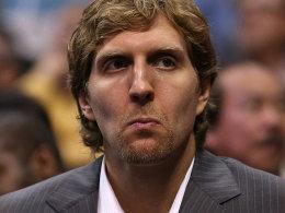 In Zivilklamotten in L.A.: Dirk Nowitzki bei der Niederlage der Mavericks gegen die Clippers.