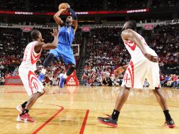 Nicht zu stoppen: O.J. Mayo (blaues Trikot) erzielte 40 Punkte für Dallas gegen Houston.