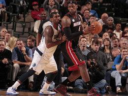 Wie gegen eine Wand: O.J. Mayo und die Mavs waren mit ihrem Latein gegen LeBron James (re.) und die Heat schnell am Ende.