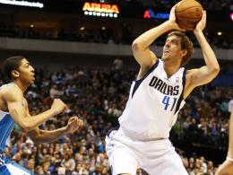 20 Punkte, aber kein Happy End: Dirk Nowitzki (re.) vergab den Sieg für Dallas.