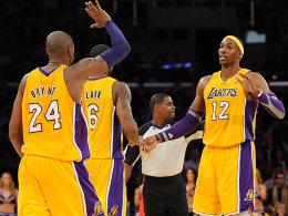Auf dem Vormarsch: Die Lakers mit Kobe Bryant und Dwight Howard (re.).