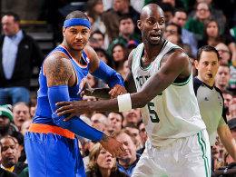 Ein Tänzchen in Ehren, ...: Carmelo Anthony im Clinch mit Kevin Garnett (re.).