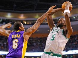 Nummer 16 im elitären NBA-Klub: Kevin Garnett (re.) von den Celtics knackte gegen den Lakers im zweiten Viertel die 25.000-Punkte-Marke.